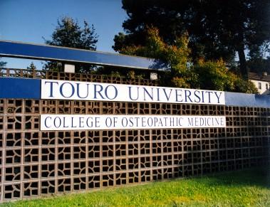 Campus-sign